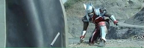 戦隊ヒーロー、デカレンジャーのデカマスターがやられてピンチ