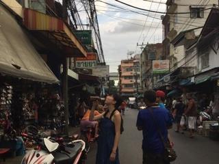 バンコクの路地で飲み歩き♪