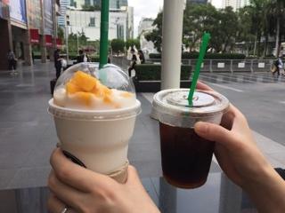 ココナッツスムージー+マンゴートッピング・スタバのアイスコーヒー