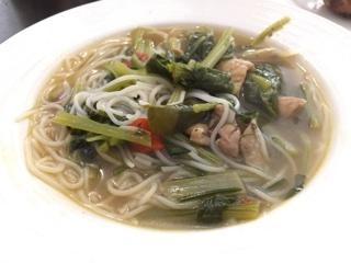 屋台のスープ麺