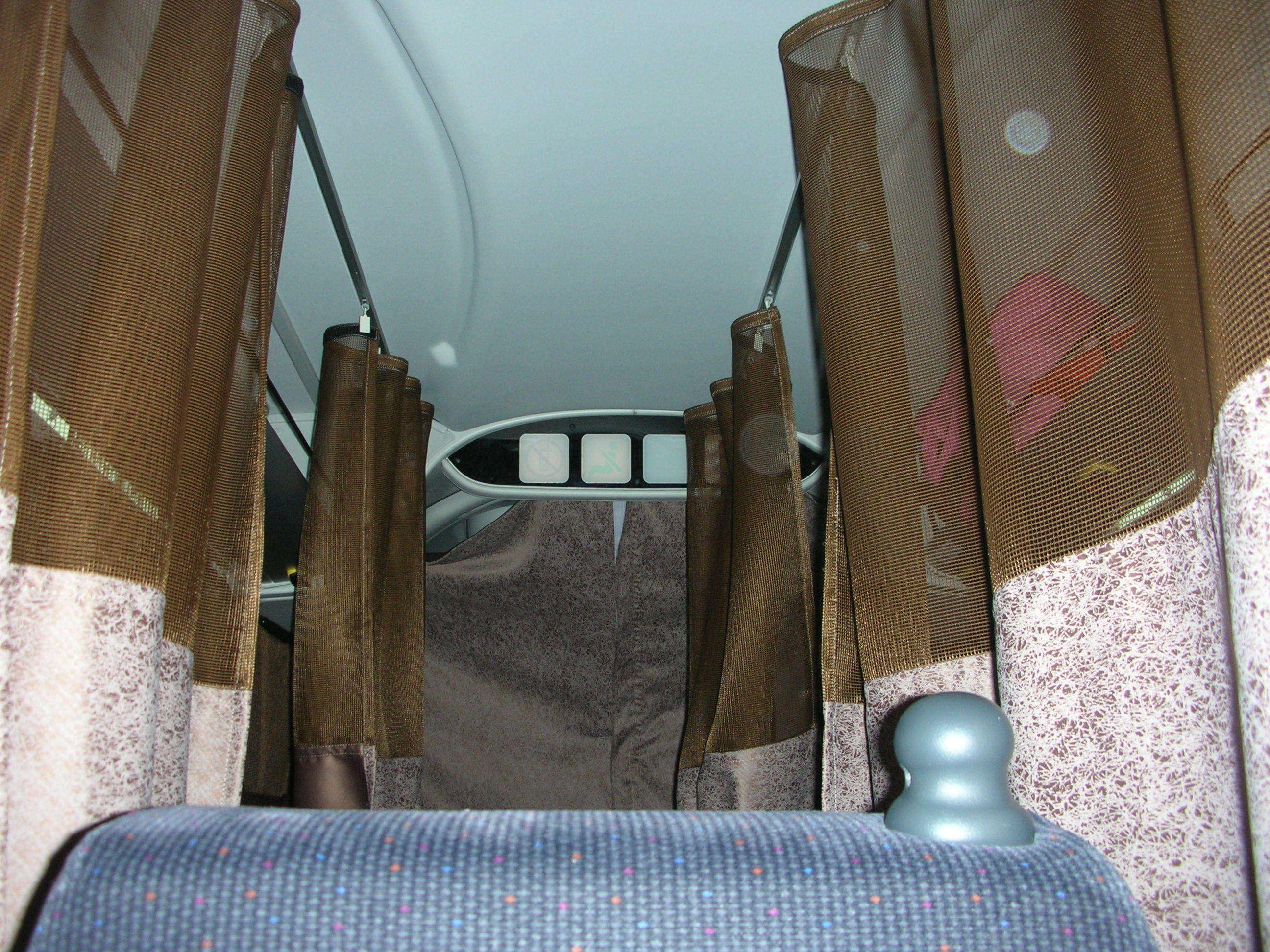 思ったより狭い、バスの中でカーテンで仕切られていてどこを走っているのかわからない。新宿バスタに翌AM5:50着