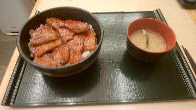 昼食の豚丼