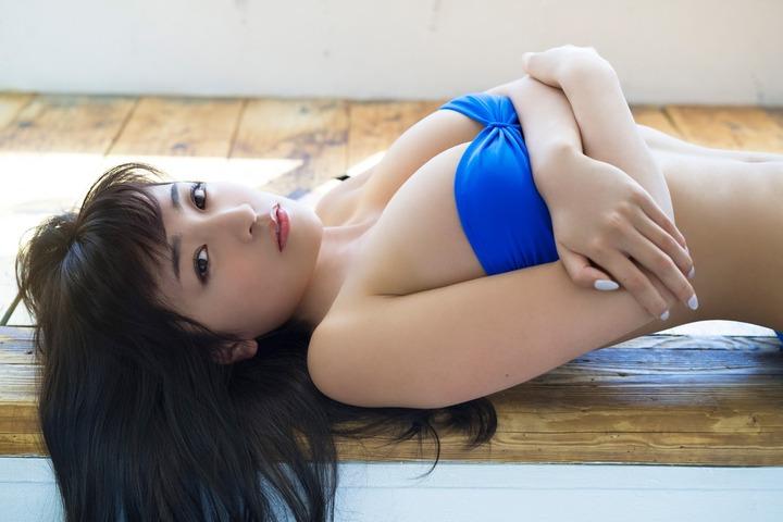 【グラビア】ビキニ姿だけじゃない!…現役女子大生グラドル ☆HOSHINO、着衣で際立つ圧巻のGカップミラクルボディ SHOWBIZ JAPAN