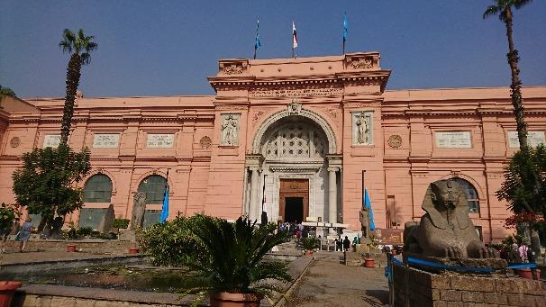 エジプト考古学博物館正面