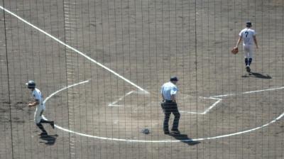P9300060八代東4かぃ裏四球の走者が冒頭で二進から三塁へ突入、捕から三塁へ送球されたが悪送球となり生還