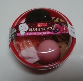 苺とチョコのパフェ01