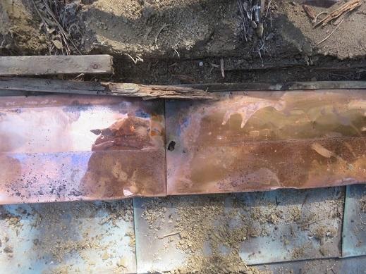 銅板屋根の穴