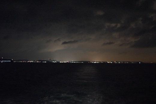 夜の東京湾フェリー