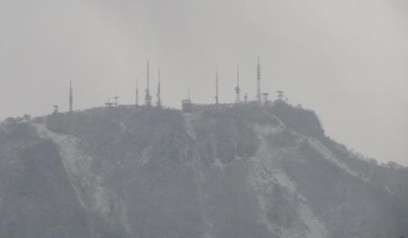 お山には雪