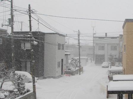 また吹雪く