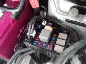 タント L375S バッテリー交換 ヒューズ取外し前