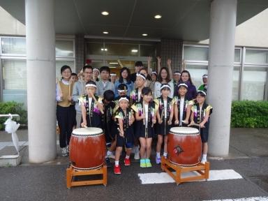 田上本町太鼓へ日研生も大きな拍手が