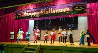 舞台で仮装コンテストも
