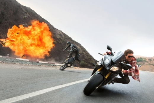 tom-cruise-races-on-a-motorcycle.jpg