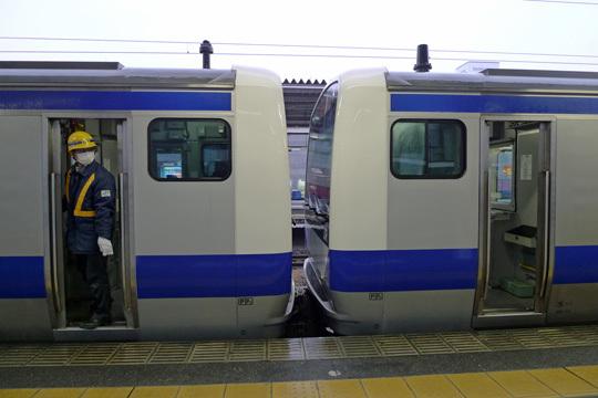 土浦駅で切り離し作業中