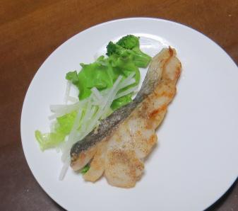 サラダ用ダイコン魚肉の添え物