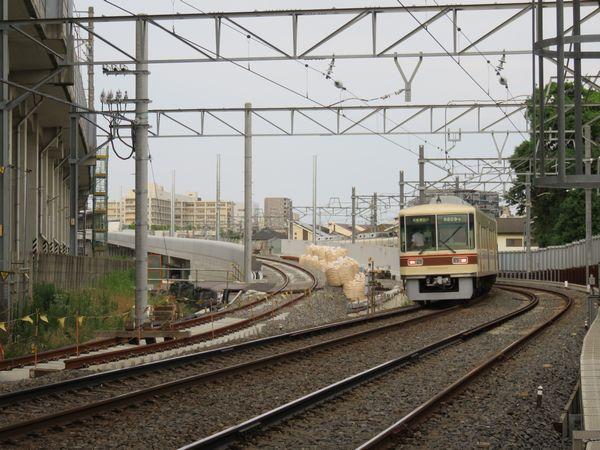 北初富駅の手前にある高架線との切替部分