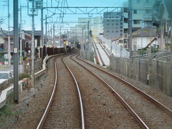 鎌ヶ谷大仏~初富間にある高架線との接続部分。昨年6月時点で軌道敷設もほぼ完了していた。