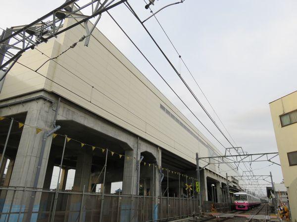 北初富1号踏切から見た建設中の北初富駅高架ホーム(2017年6月24日)