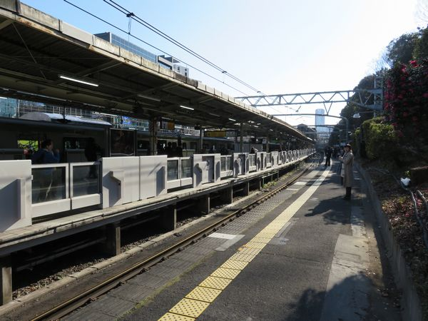 山手線原宿駅で毎年正月のみ使用される臨時ホーム(3番線)。今後このホームを常設化する。