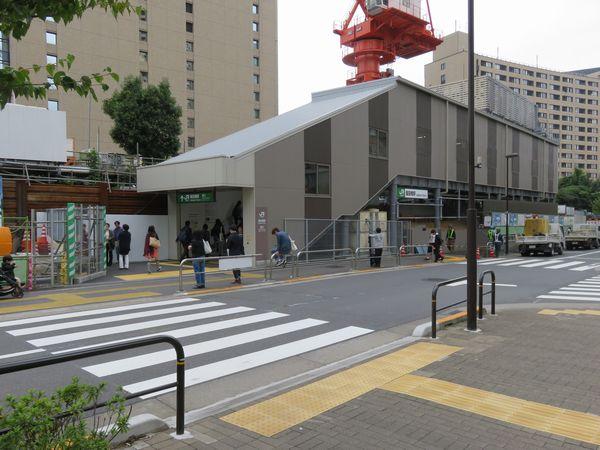 2016年8月7日より使用開始となった飯田橋駅西口仮駅舎