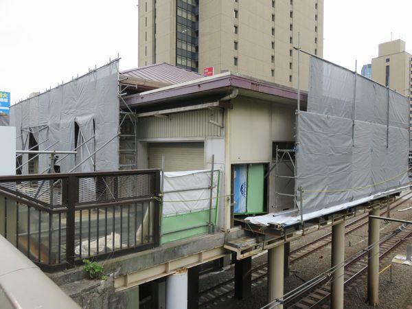 解体中の旧西口駅舎(2016年10月22日)
