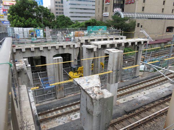 解体中の旧西口駅舎(2017年8月17日)