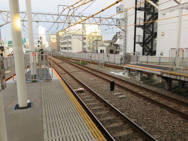 旗の台駅大井町方で行われているホーム延伸工事。こちらは延伸用ホームがかなり短い。