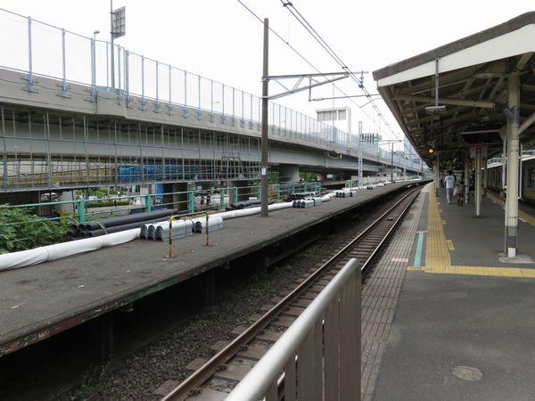改良工事着工直後の千駄ヶ谷駅臨時ホーム。この時点で既に広告看板などは撤去されていた。