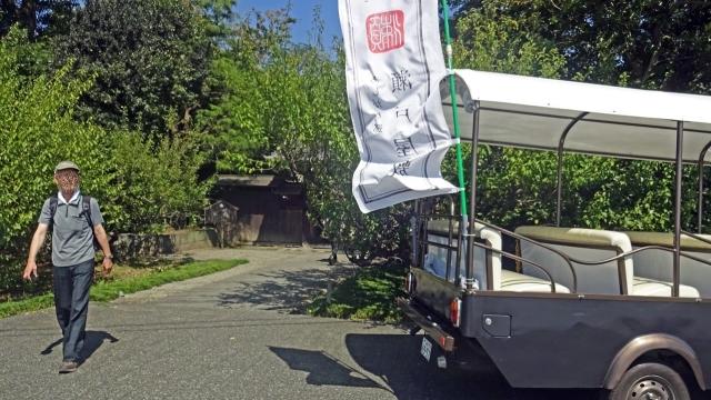 5瀬戸屋敷入口とトゥクトゥク周遊車