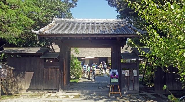 6瀬戸屋敷門