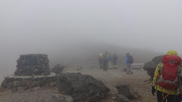 5牛ヶ首濃霧の中ルートを探す