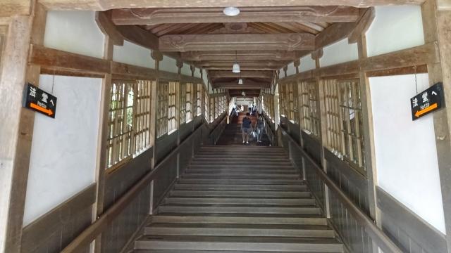 10階段状の回廊