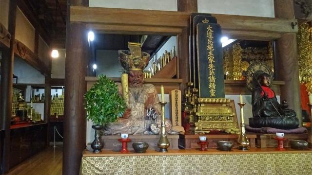 27祠堂殿の木像と仏像