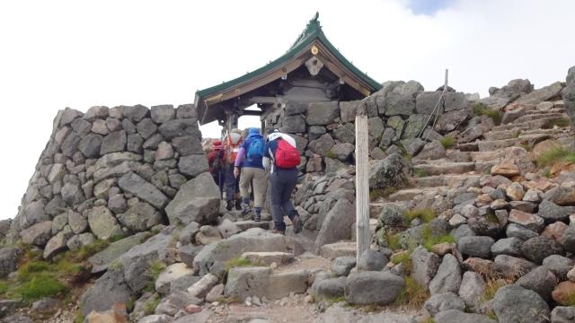 14御前峰山頂と白山奥宮