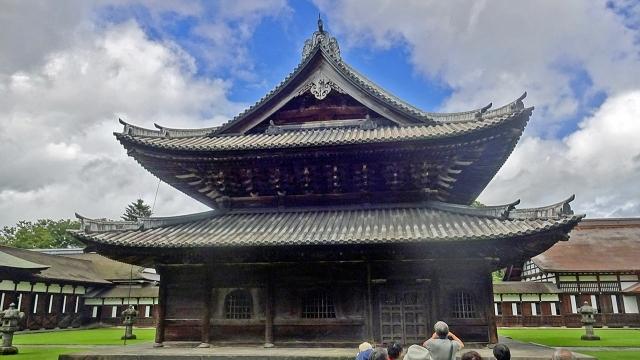 8仏殿を横から