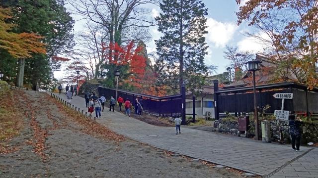 20神橋から輪王寺への坂道