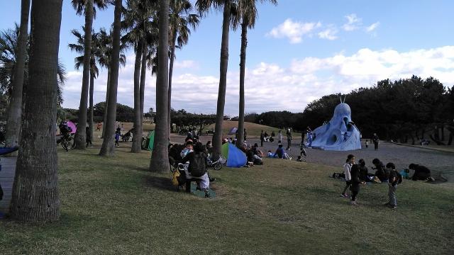 5芝生公園と滑り台