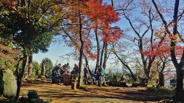 7弘法山で宴会準備