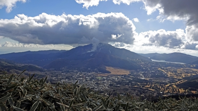 5長尾山頂からの箱根駒ヶ岳と大涌谷