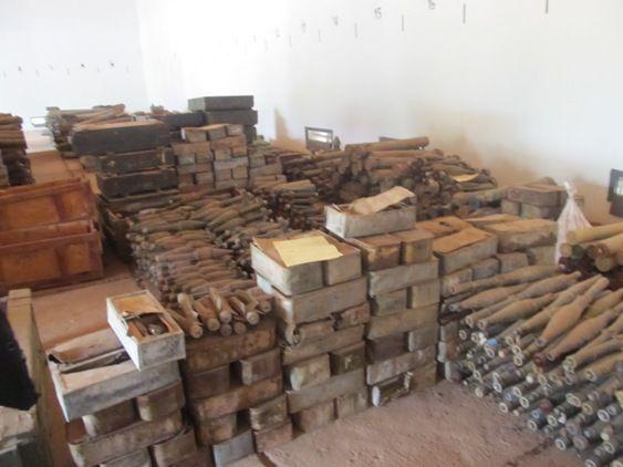 泰さん:カンボジアの内戦で使用されずに残った倉庫に保管されている弾薬