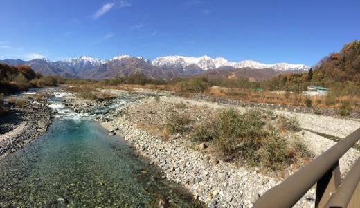 村松川の流れと北アルプス117 (520x301)