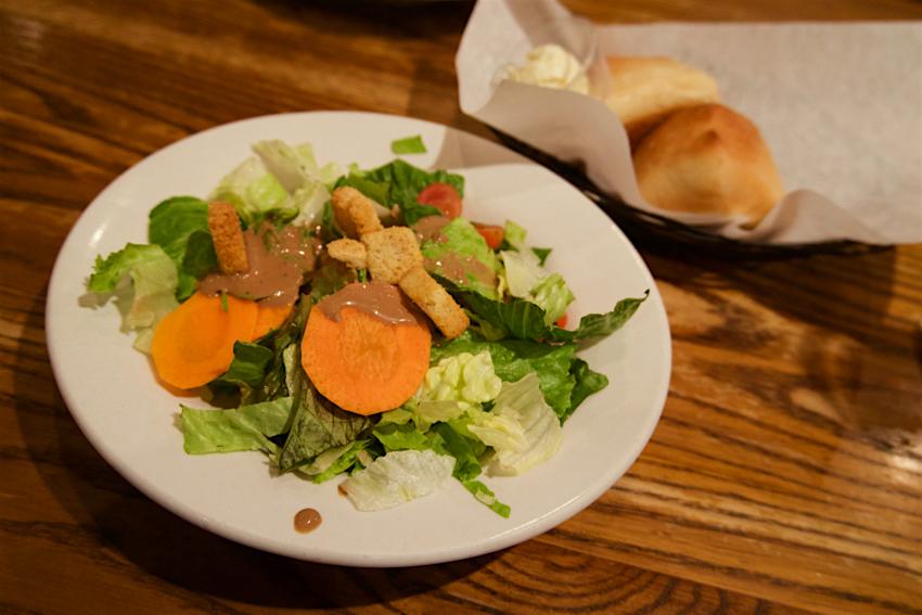心配ないさ GUAM 2日目 ローンスターステーキハウス パン&サラダ