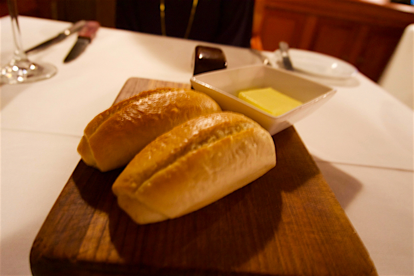 心配ないさ GUAM 3日目 Manhattan SteakHouse パン