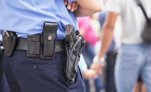 ホルスター 警官 拳銃