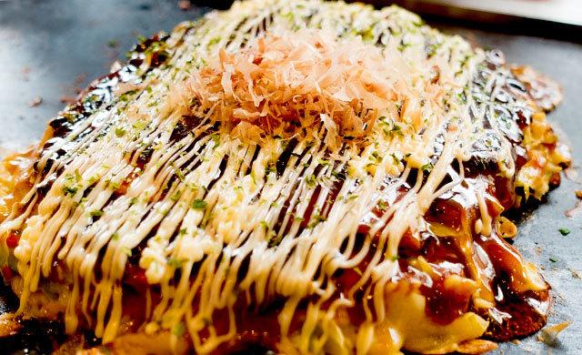山本彩さんが行きたかった、東京のおいしいお好み焼き屋さん「ぼった屋さん」は、山芋9割生地の\u201cぼった焼き\u201dが名物。マヨネーズかけの仰天パフォーマンスには、