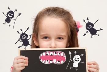 虫歯のかわいいイラストと女の子