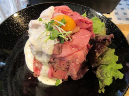 ローストビーフ丼アップ