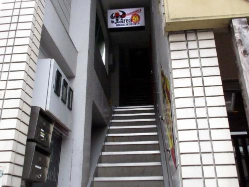 お店は2階