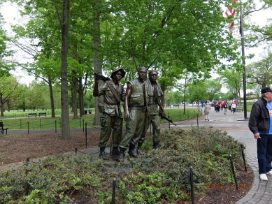 ベトナム戦争慰霊碑の3人の兵士像